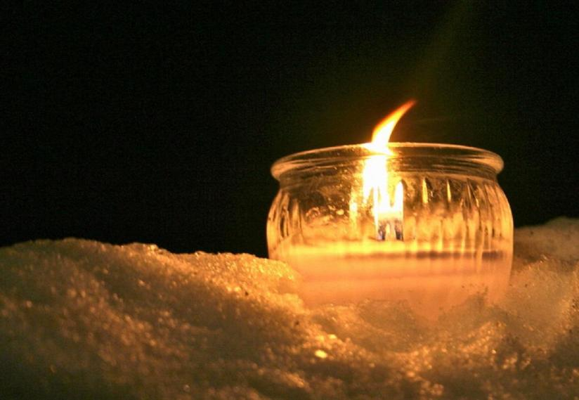 candle_in_the_snow_winter_christmas_hd-wallpaper-1629484